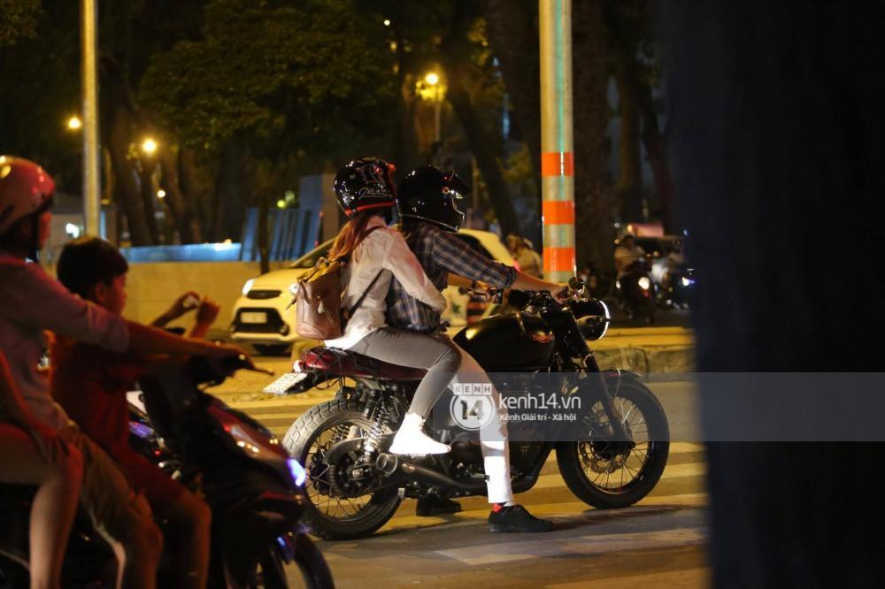 Clip: Kết thúc đám cưới, vợ chồng Khởi My - Kelvin Khánh cưỡi mô tô về nhà, ôm lấy nhau không rời-4