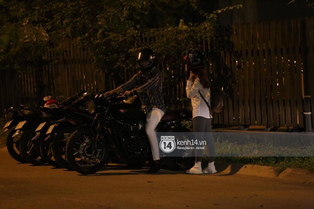 Clip: Kết thúc đám cưới, vợ chồng Khởi My - Kelvin Khánh cưỡi mô tô về nhà, ôm lấy nhau không rời-3