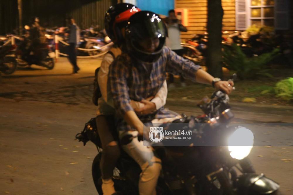 Clip: Kết thúc đám cưới, vợ chồng Khởi My - Kelvin Khánh cưỡi mô tô về nhà, ôm lấy nhau không rời-6