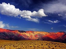 Bốn dãy núi có thể khiến bạn nghĩ đó chỉ là những bức tranh
