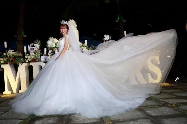 Ai là mỹ nhân diện váy cưới xuất sắc nhất trong đám cưới tháng 10 cổ tích?-3