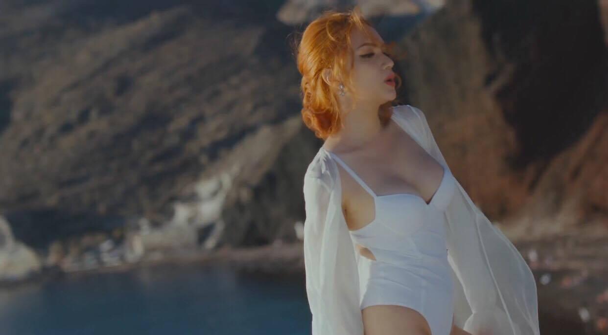 Hương Giang Idol khoe thân hình sexy, bỏng mắt trong MV mới-7