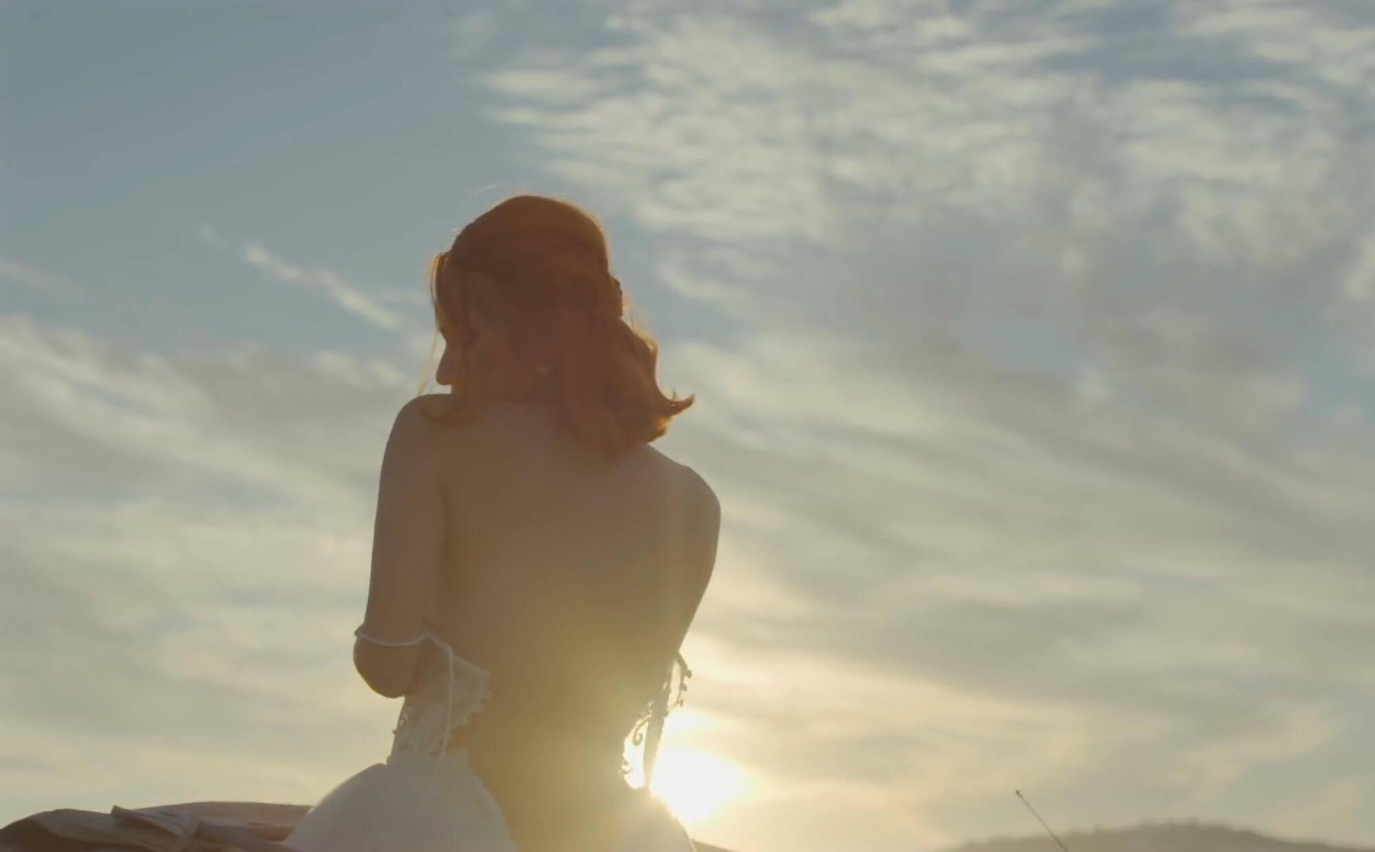 Hương Giang Idol khoe thân hình sexy, bỏng mắt trong MV mới-8