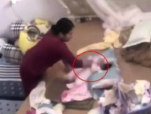 Mẹ bé gái bị đánh dã man: 'Kẻ hành hạ con tôi bị bắt là thích đáng'