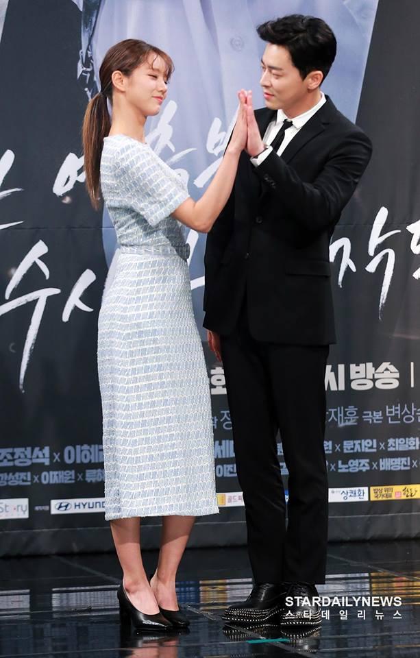 Sao Hàn 24/11: Lee Min Jung, Kim Hee Sun đọ sắc trên tạp chí-3