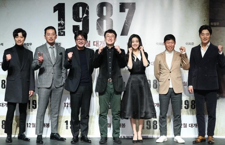 Sao Hàn 24/11: Lee Min Jung, Kim Hee Sun đọ sắc trên tạp chí-4