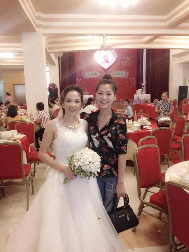 Từ bức ảnh chụp chung trong đám cưới, dân mạng bàn tán ai là mẹ, ai là con-1