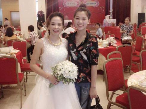 Từ bức ảnh chụp chung trong đám cưới, dân mạng bàn tán ai là mẹ, ai là con