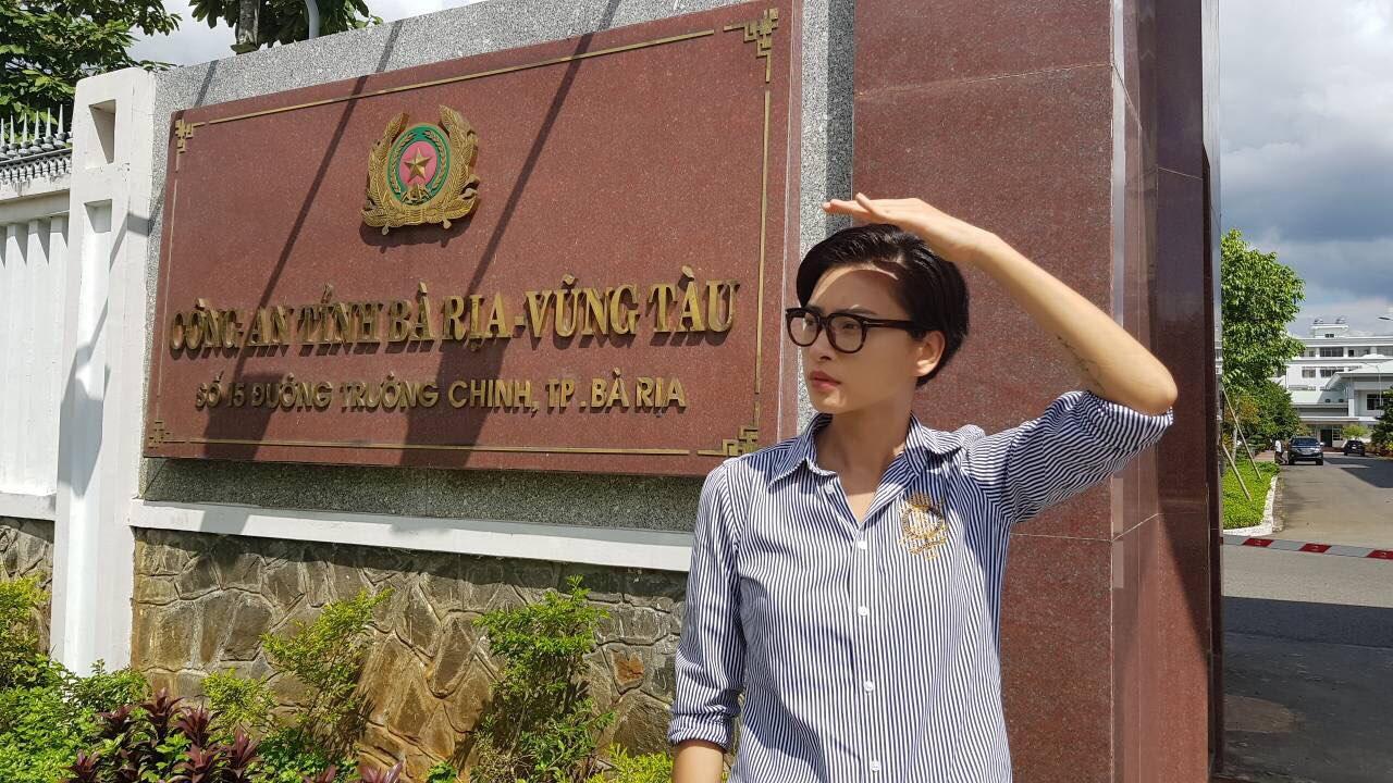 Clip: Người livestream lén Cô Ba Sài Gòn xin lỗi, mong được giơ cao đánh khẽ-3