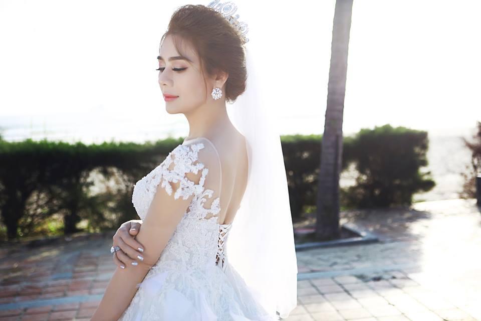 Ngắm bộ ảnh cưới lãng mạn trên biển của Lâm Khánh Chi và chồng trẻ-5