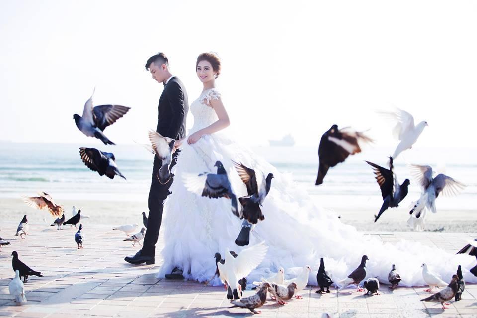 Ngắm bộ ảnh cưới lãng mạn trên biển của Lâm Khánh Chi và chồng trẻ-4