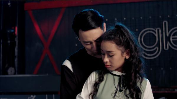 Glee: Cuối cùng thì Rocker Nguyễn cũng đã yêu Cindy V-2 'Glee': Cuối cùng thì Rocker Nguyễn cũng đã yêu Cindy V