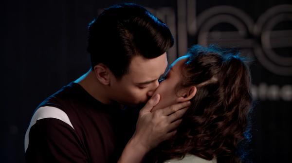 Glee: Cuối cùng thì Rocker Nguyễn cũng đã yêu Cindy V-5 'Glee': Cuối cùng thì Rocker Nguyễn cũng đã yêu Cindy V
