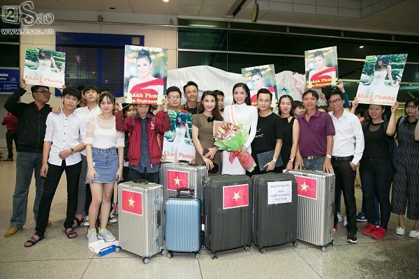 Á hậu Khánh Phương bịn rịn chia tay bố mẹ lên đường đi thi Hoa hậu Siêu quốc gia-3