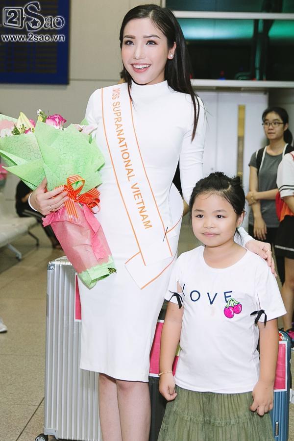 Á hậu Khánh Phương bịn rịn chia tay bố mẹ lên đường đi thi Hoa hậu Siêu quốc gia-4