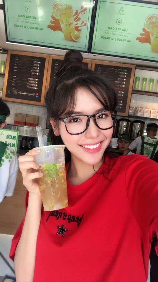 Á hậu Khánh Phương bịn rịn chia tay bố mẹ lên đường đi thi Hoa hậu Siêu quốc gia-12
