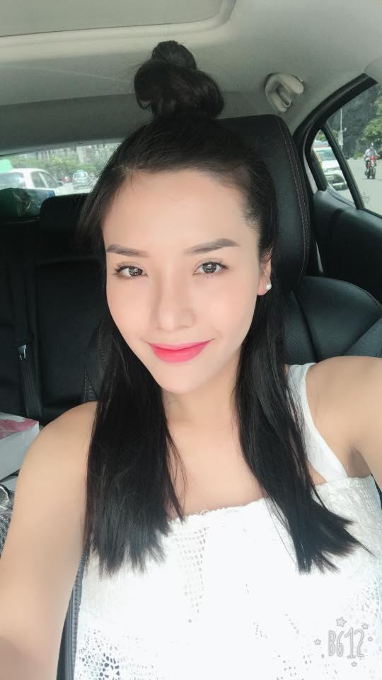 Á hậu Khánh Phương bịn rịn chia tay bố mẹ lên đường đi thi Hoa hậu Siêu quốc gia-10