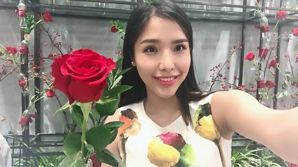 Á hậu Khánh Phương bịn rịn chia tay bố mẹ lên đường đi thi Hoa hậu Siêu quốc gia-11