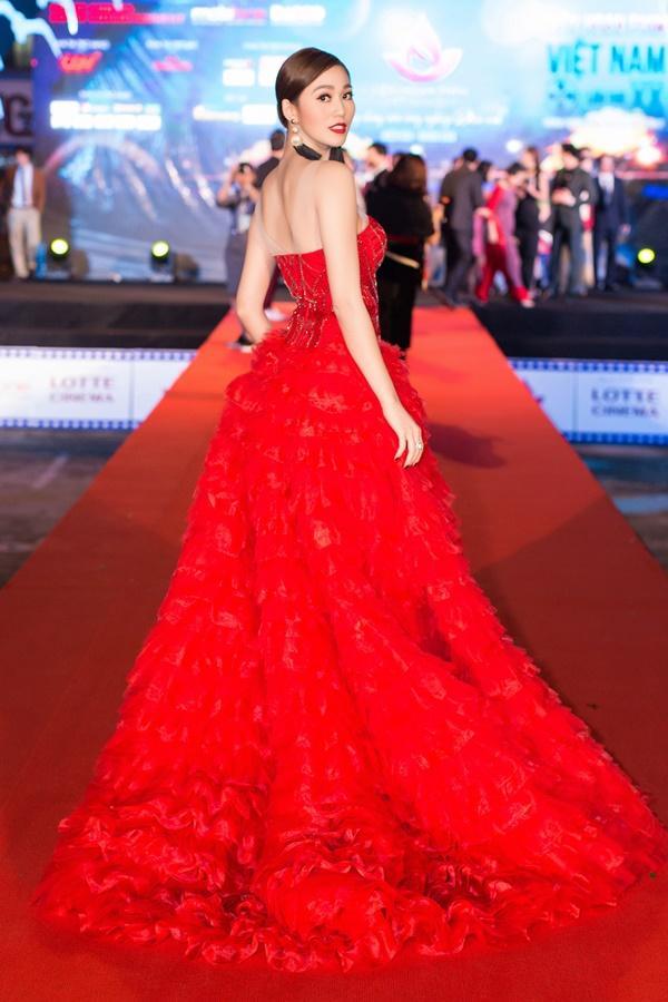 Dàn sao Việt càn quét thảm đỏ ngày đầu của Liên hoan phim Việt Nam-2