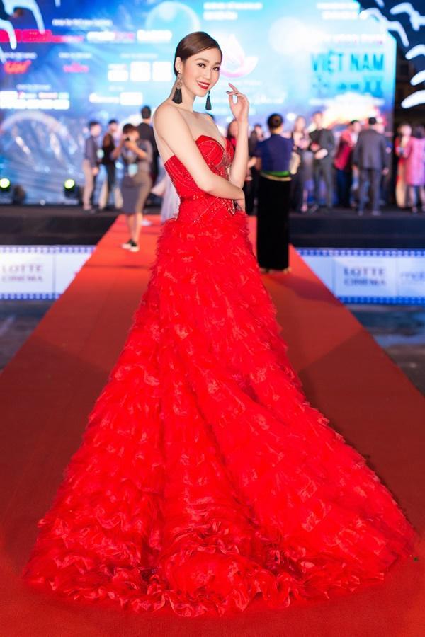 Dàn sao Việt càn quét thảm đỏ ngày đầu của Liên hoan phim Việt Nam-3