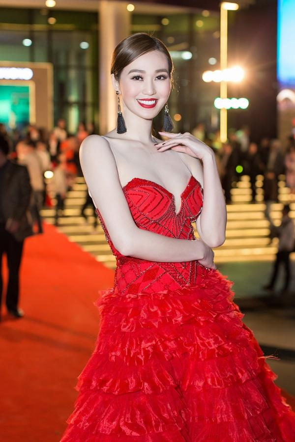 Dàn sao Việt càn quét thảm đỏ ngày đầu của Liên hoan phim Việt Nam-4