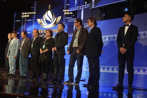 Dàn sao Việt càn quét thảm đỏ ngày đầu của Liên hoan phim Việt Nam-5