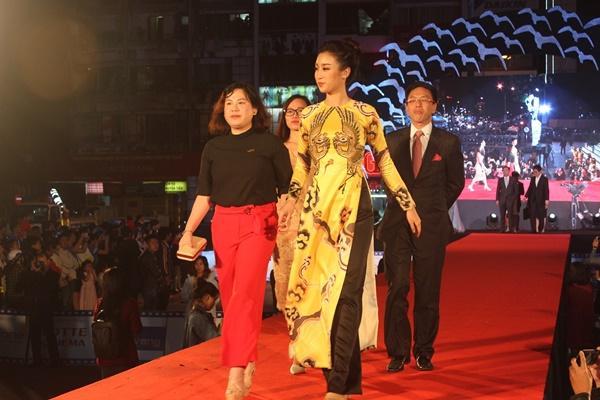Dàn sao Việt càn quét thảm đỏ ngày đầu của Liên hoan phim Việt Nam-7