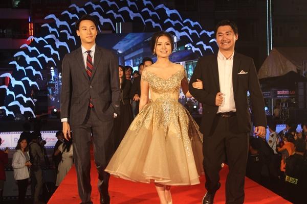 Dàn sao Việt càn quét thảm đỏ ngày đầu của Liên hoan phim Việt Nam-12
