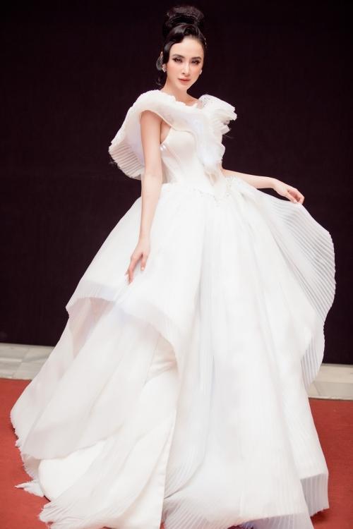Angela Phương Trinh diện váy phát sáng trên thảm đỏ, lấn át dàn sao châu Á-3