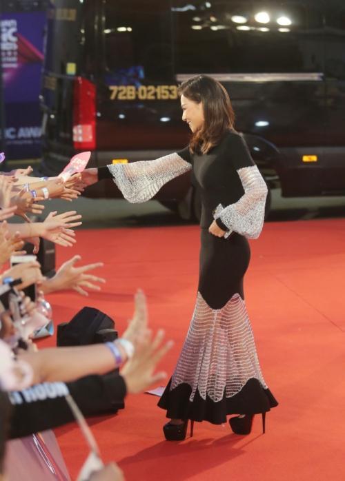Angela Phương Trinh diện váy phát sáng trên thảm đỏ, lấn át dàn sao châu Á-6