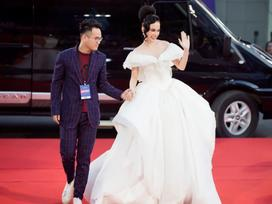 Angela Phương Trinh diện váy phát sáng trên thảm đỏ, lấn át dàn sao châu Á