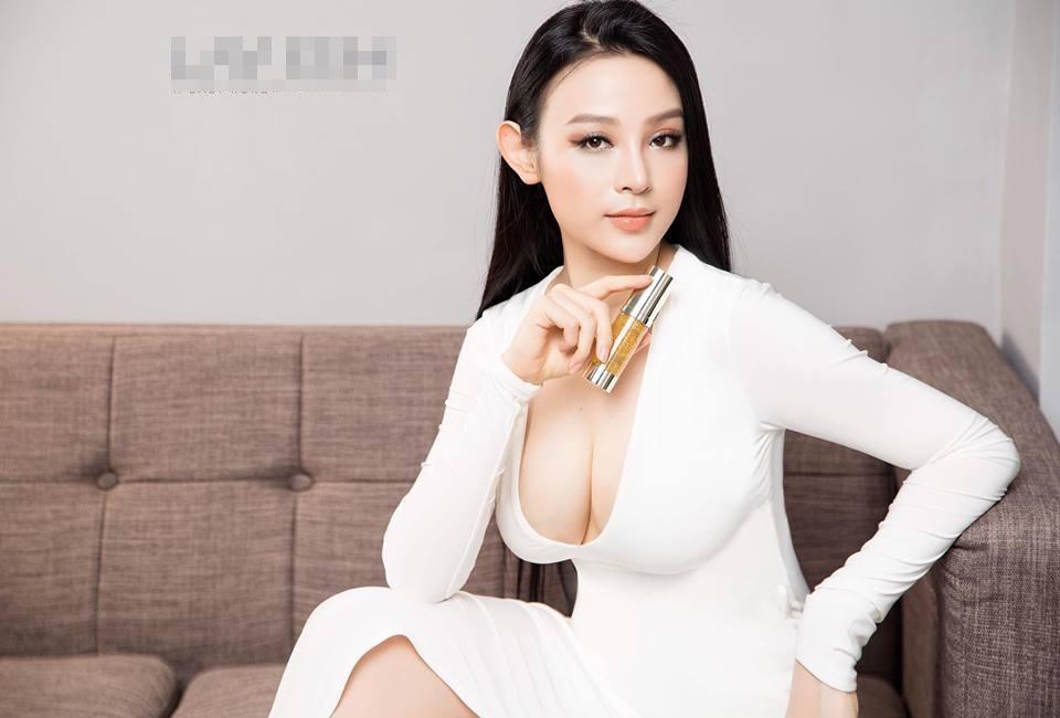 Hot girl - hot boy Việt 26/11: Diện váy xẻ sâu, Huyền Baby lấp ló vòng 1 vạn người mê-1