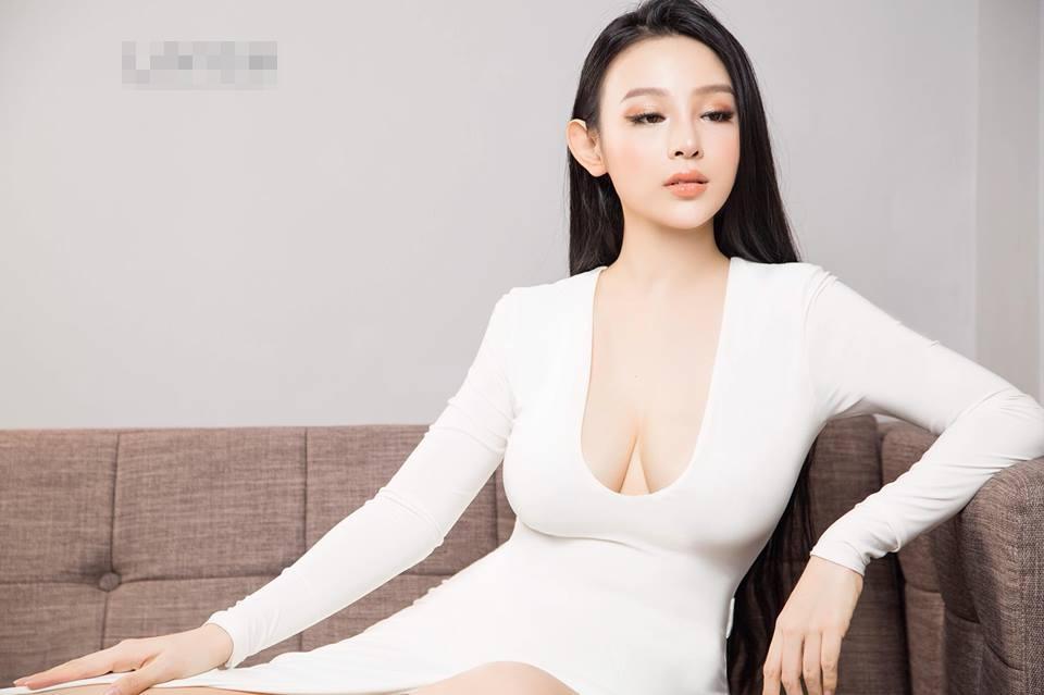 Hot girl - hot boy Việt 26/11: Diện váy xẻ sâu, Huyền Baby lấp ló vòng 1 vạn người mê-2