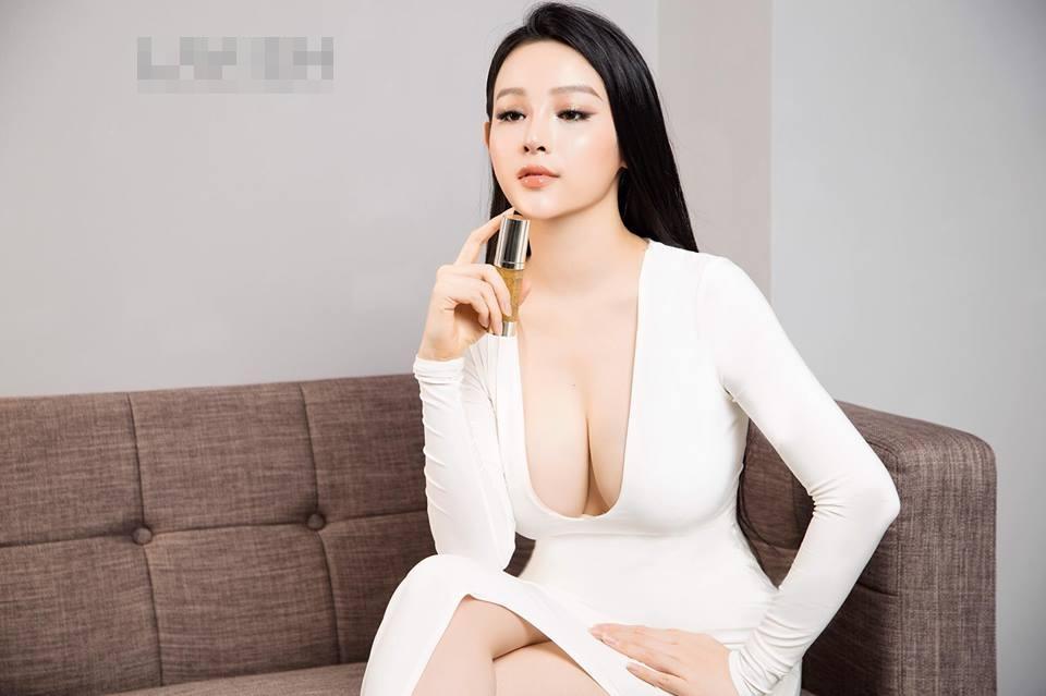 Hot girl - hot boy Việt 26/11: Diện váy xẻ sâu, Huyền Baby lấp ló vòng 1 vạn người mê-3