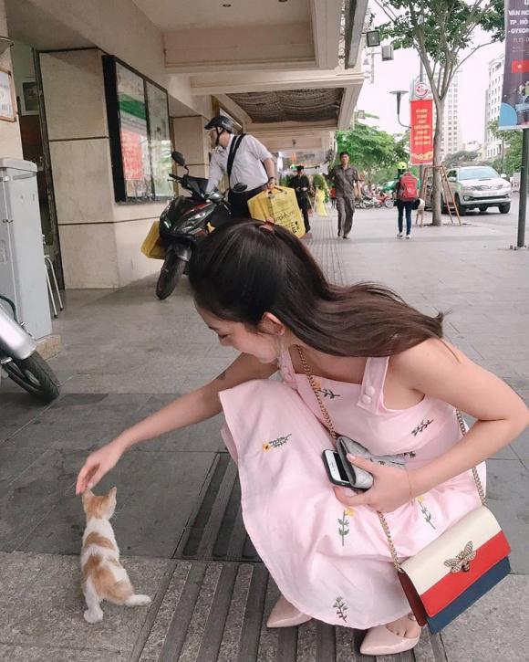 Hot girl - hot boy Việt 26/11: Diện váy xẻ sâu, Huyền Baby lấp ló vòng 1 vạn người mê-9