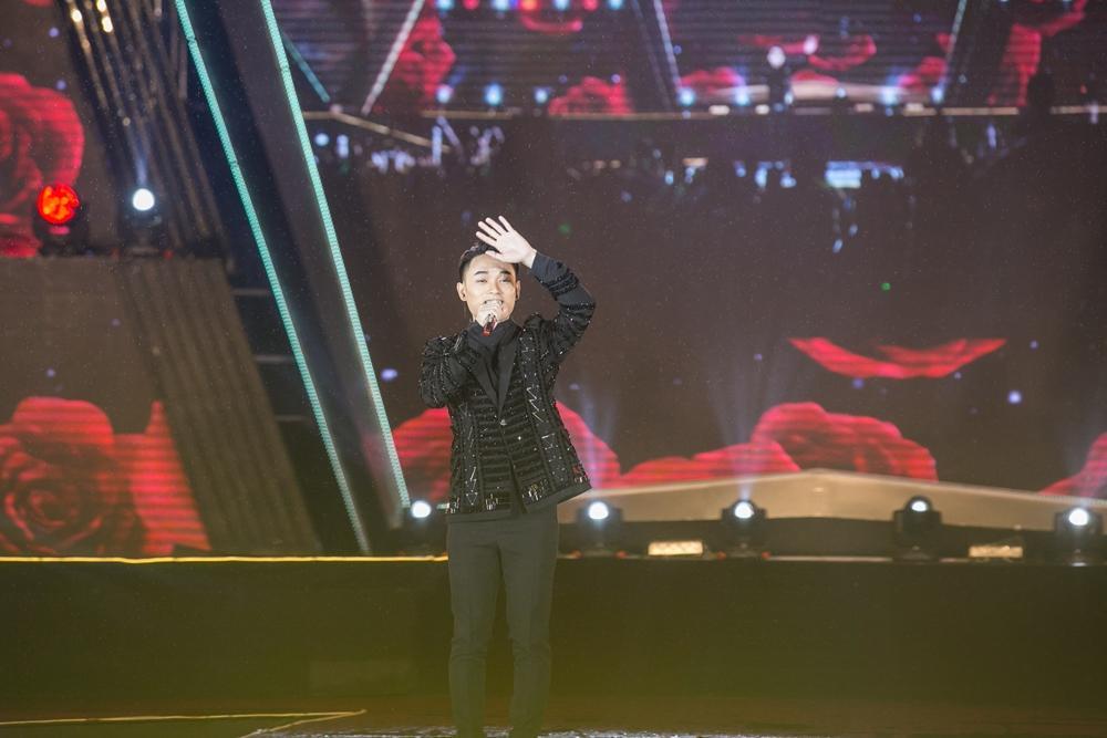 Rocker Nguyễn hôn tay Lan Khuê, Miu Lê - Only C xuất hiện sau ồn ào tranh cãi-12