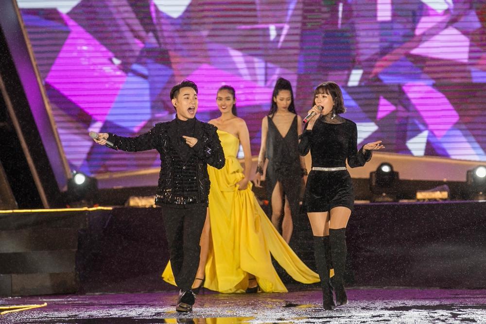 Rocker Nguyễn hôn tay Lan Khuê, Miu Lê - Only C xuất hiện sau ồn ào tranh cãi-13