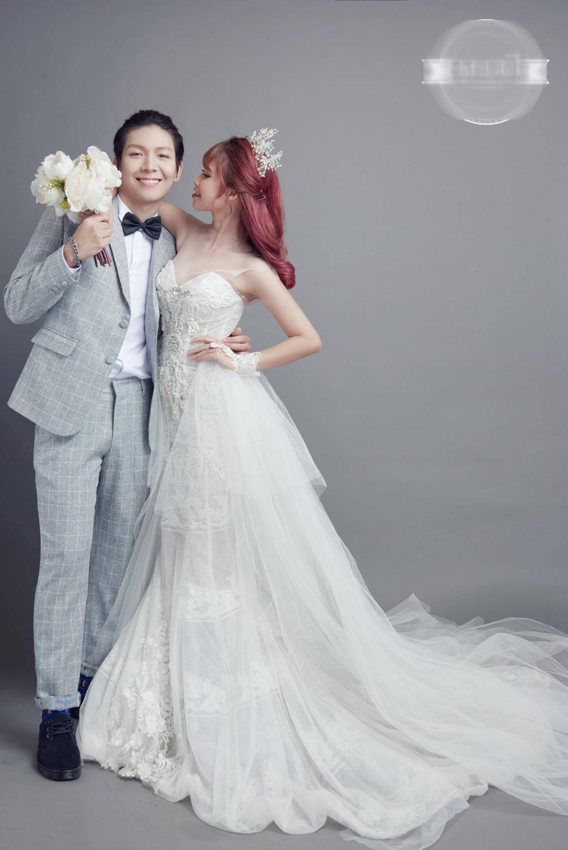 Khởi My mặc váy ôm sát gợi cảm trong bộ ảnh cưới với Kelvin Khánh-2 Khởi My mặc váy ôm sát gợi cảm trong bộ ảnh cưới với Kelvin Khánh
