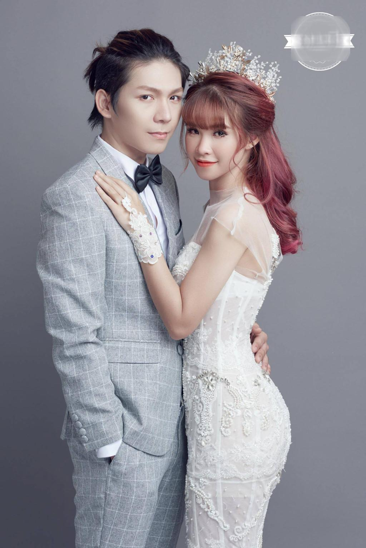 Khởi My mặc váy ôm sát gợi cảm trong bộ ảnh cưới với Kelvin Khánh-3 Khởi My mặc váy ôm sát gợi cảm trong bộ ảnh cưới với Kelvin Khánh