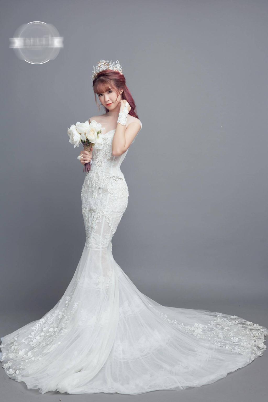Khởi My mặc váy ôm sát gợi cảm trong bộ ảnh cưới với Kelvin Khánh-5 Khởi My mặc váy ôm sát gợi cảm trong bộ ảnh cưới với Kelvin Khánh