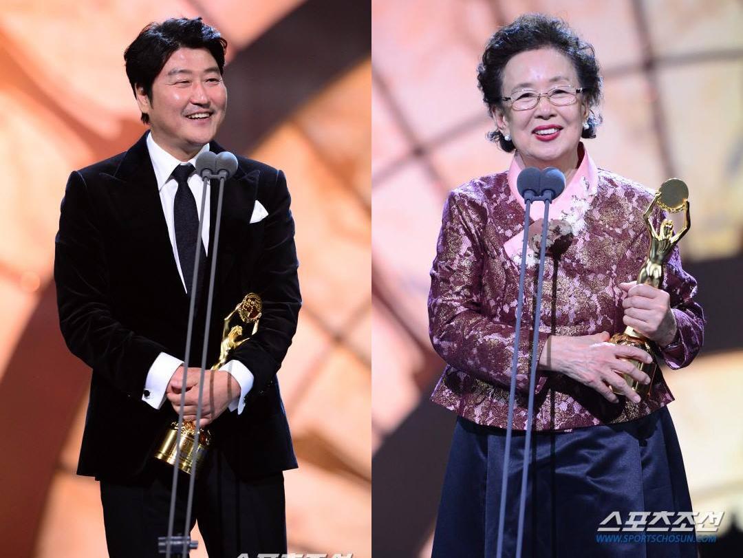 Sao Hàn 26/11: Chỉ là ảnh hậu trường thế nhưng Song Seung Hun vẫn đẹp trai quyến rũ mê người-3