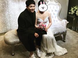 Gần 1 tháng sau kết hôn, Song Joong Ki béo ra trông thấy khi xuất hiện tại đám cưới bạn thân