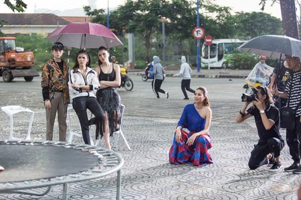 Đội mưa thị phạm, Phạm Hương - Kỳ Duyên khiến các thí sinh ngưỡng mộ-3