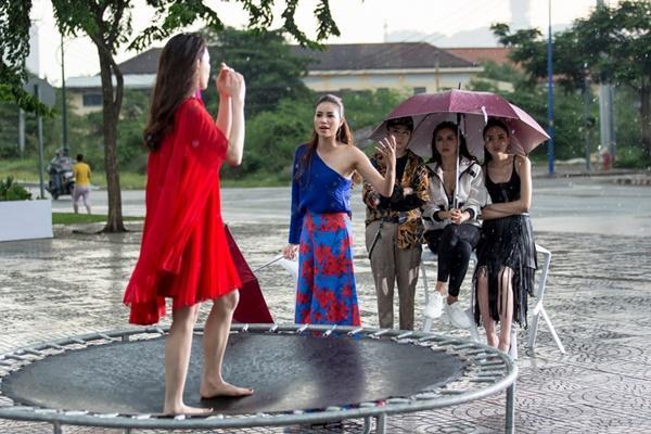 Đội mưa thị phạm, Phạm Hương - Kỳ Duyên khiến các thí sinh ngưỡng mộ-4