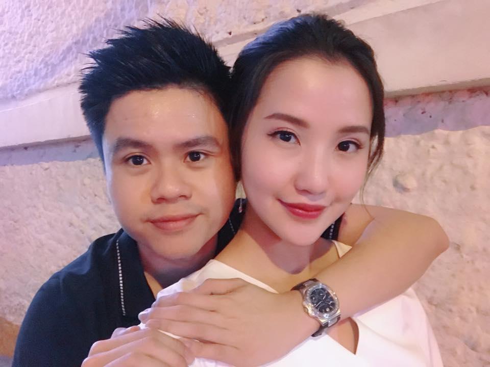 Hot girl - hot boy Việt 27/11: Phan Thành tình tứ ôm bạn gái từ phía sau-1