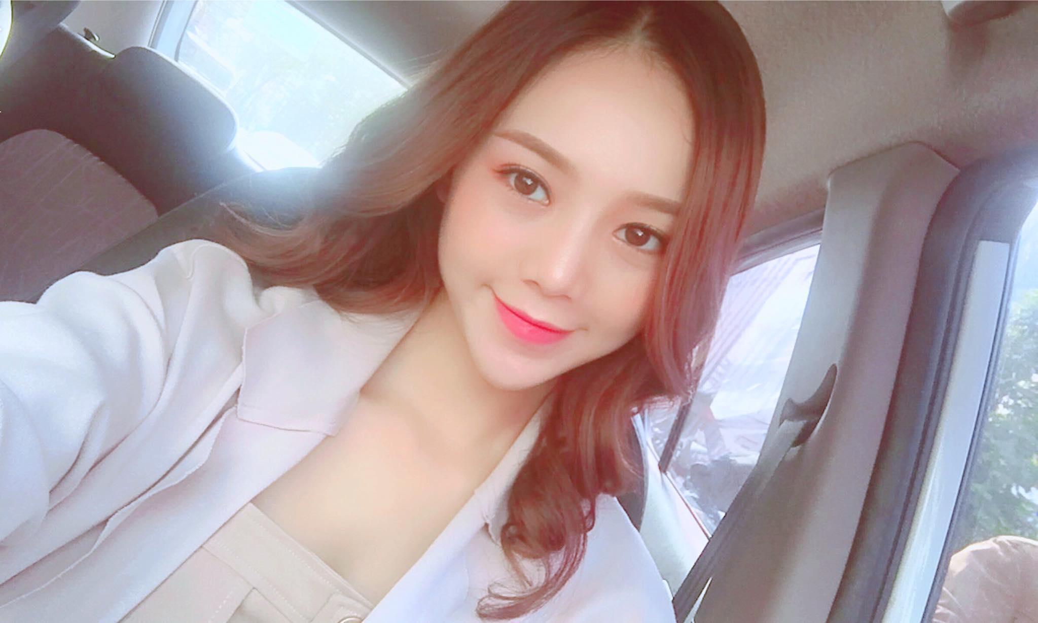 Hot girl - hot boy Việt 27/11: Phan Thành tình tứ ôm bạn gái từ phía sau-4