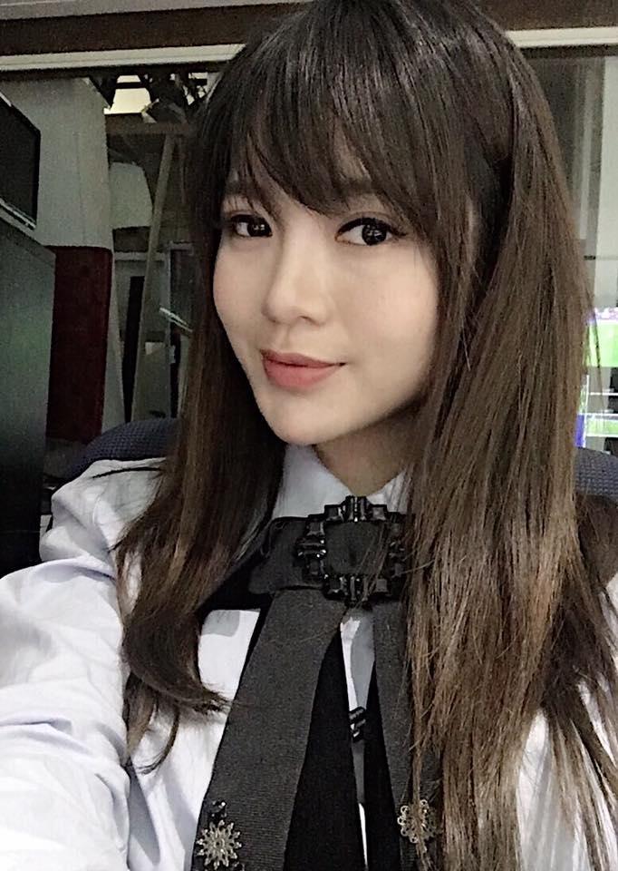 Hot girl - hot boy Việt 27/11: Phan Thành tình tứ ôm bạn gái từ phía sau-7