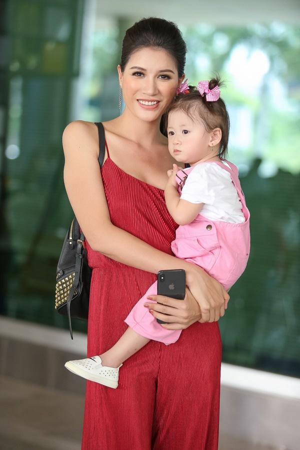 Cuối cùng thì Trang Trần cũng công khai ông xã bảnh bao từ Mỹ về dự sinh nhật con gái-2