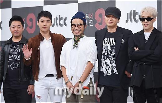 Sao Hàn 27/11: Cặp mỹ nam Lee Jung Jae, Jung Woo Sung tiết lộ tình cảm đặc biệt cho nhau-2