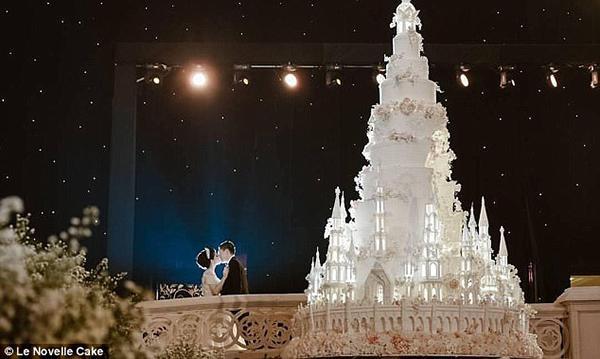 Chiêm ngưỡng chiếc bánh cưới cao 5m đẹp như lâu đài trong cổ tích-3